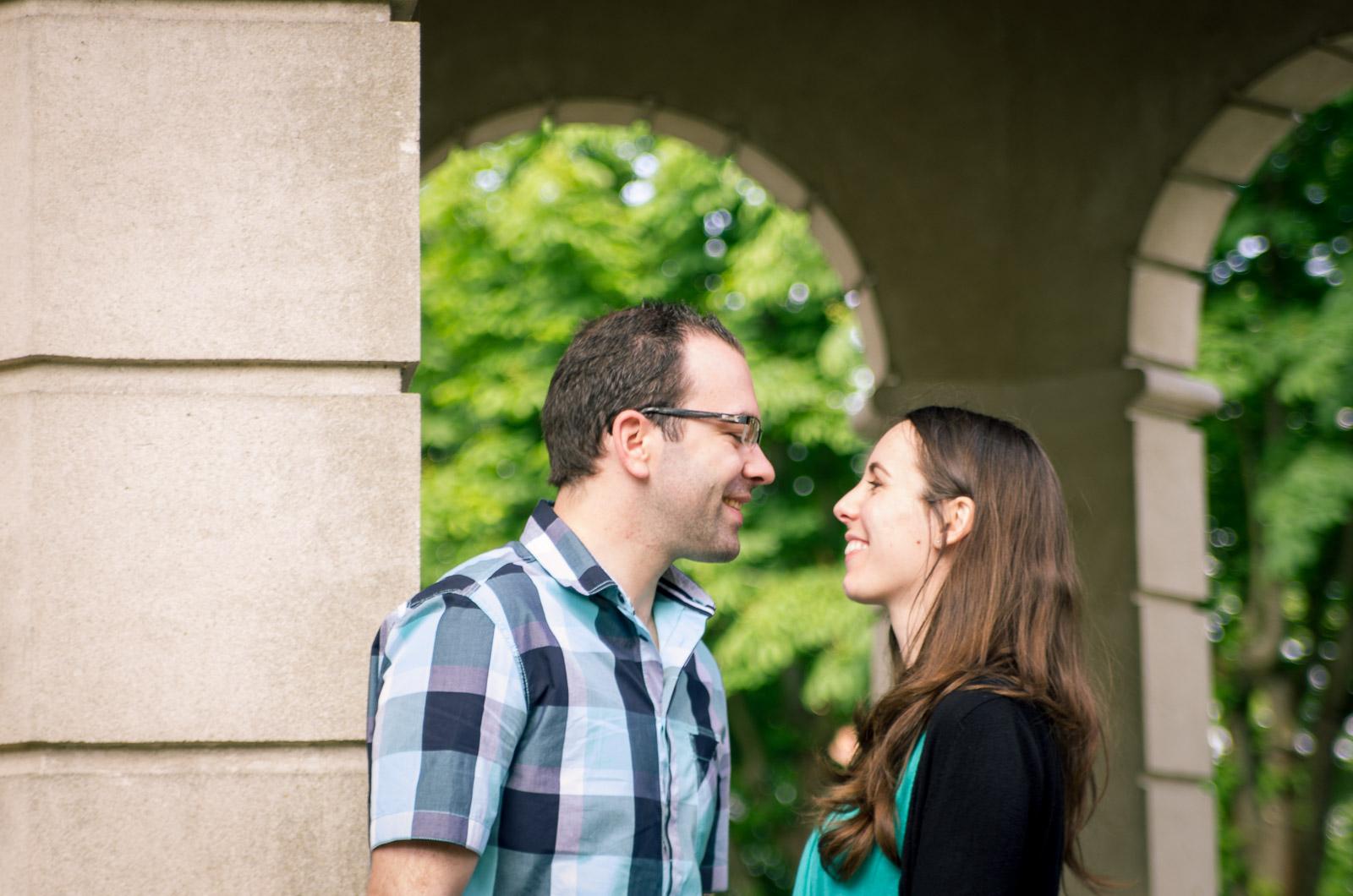 Séance d'engagement : la complicité d'un beau couple